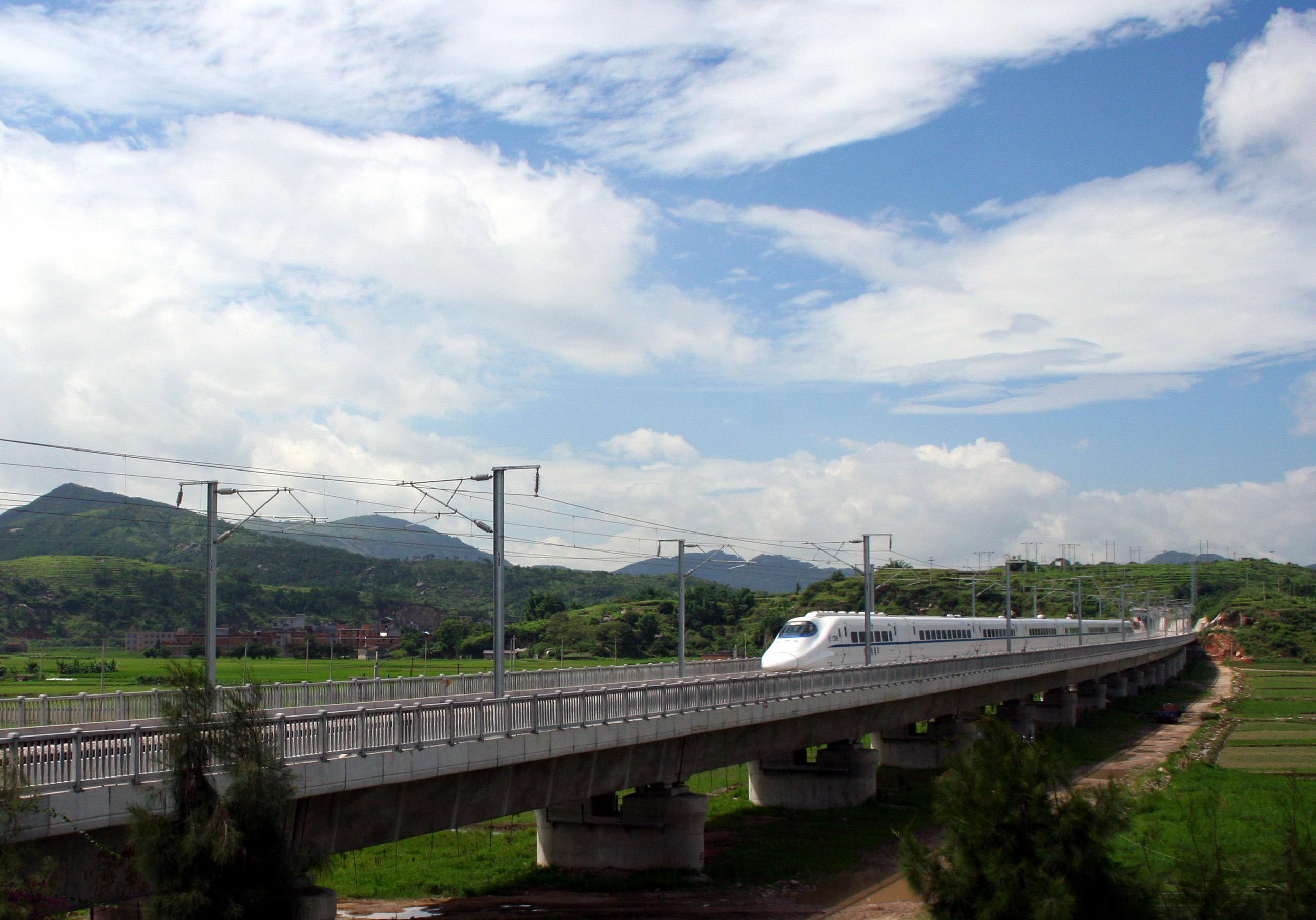 China_Railways_CRH_Passing_through_Lianjiang_county